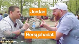 Pemuda Inggris Mengucapkan 2 Kalimat Syahadat!